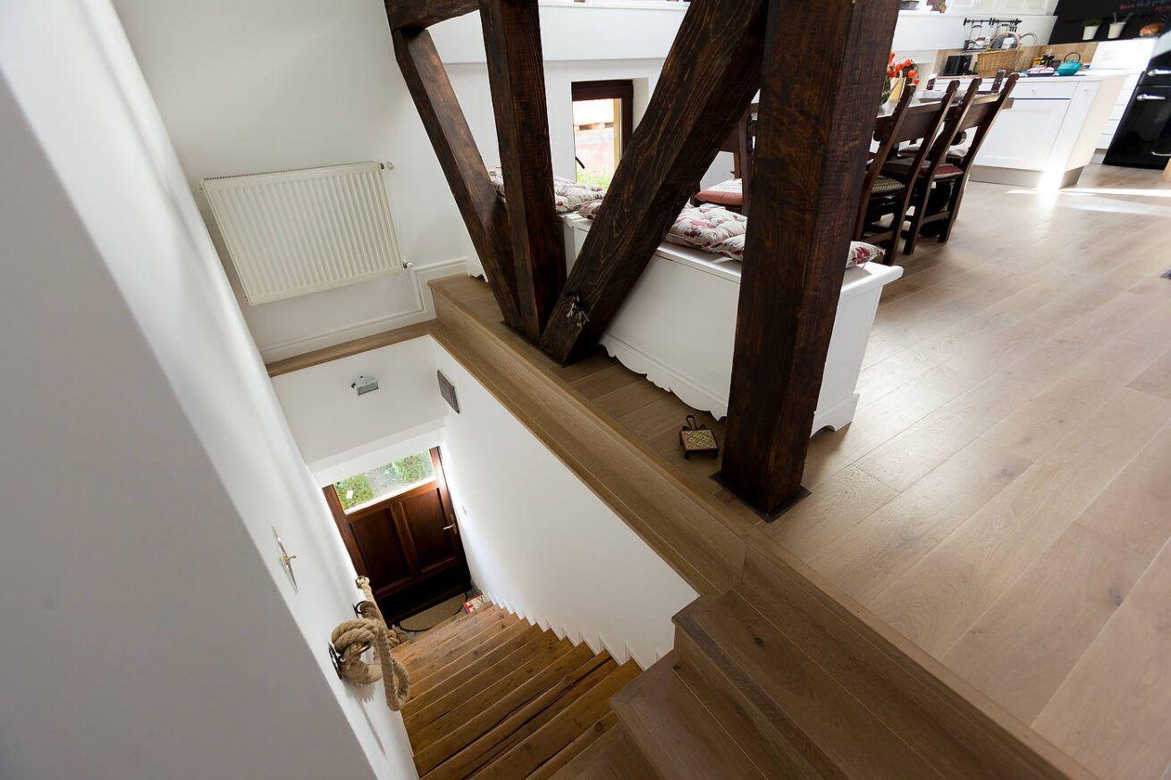Fotografie interior scari de la casa