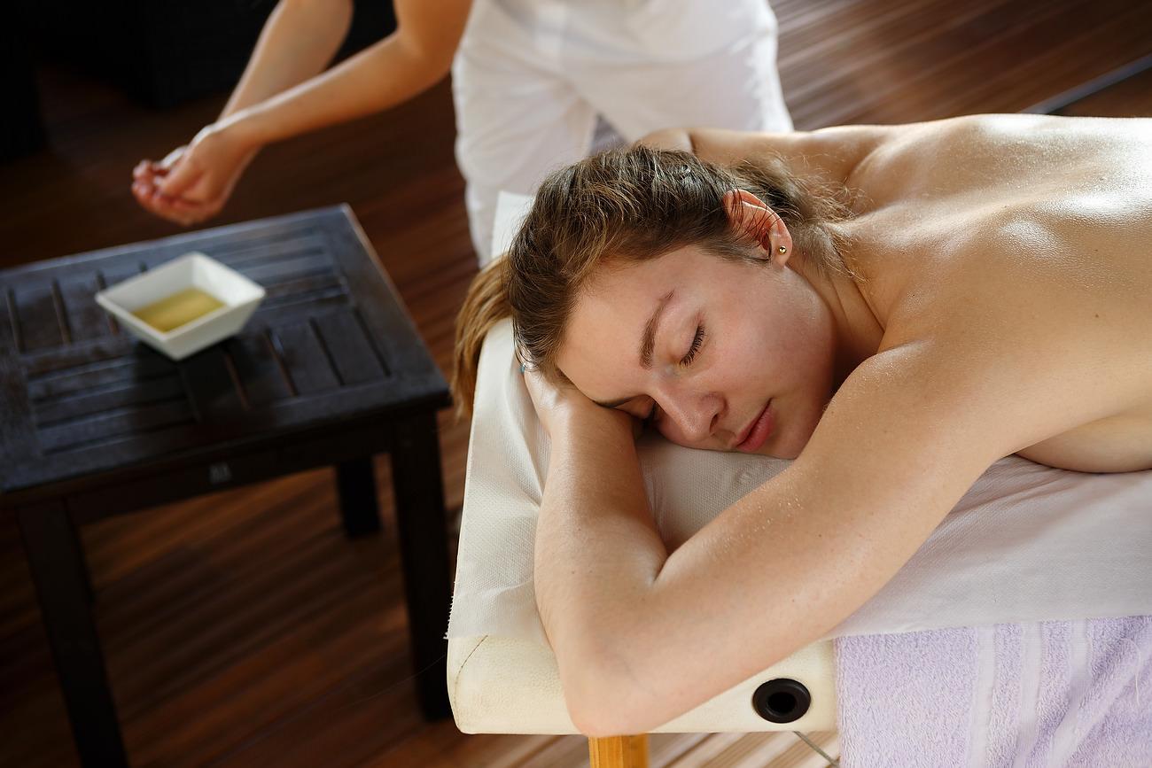 fata la masaj