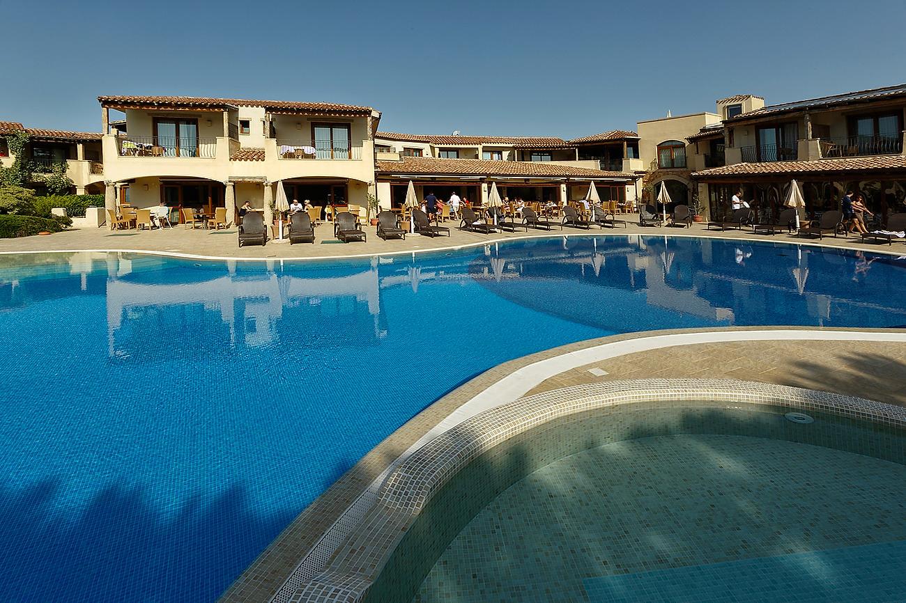 Piscina hotel Matta Village